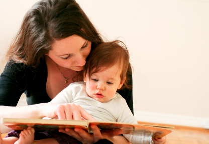 Cara rangsang bayi 6-12 bulan untuk membaca awal images